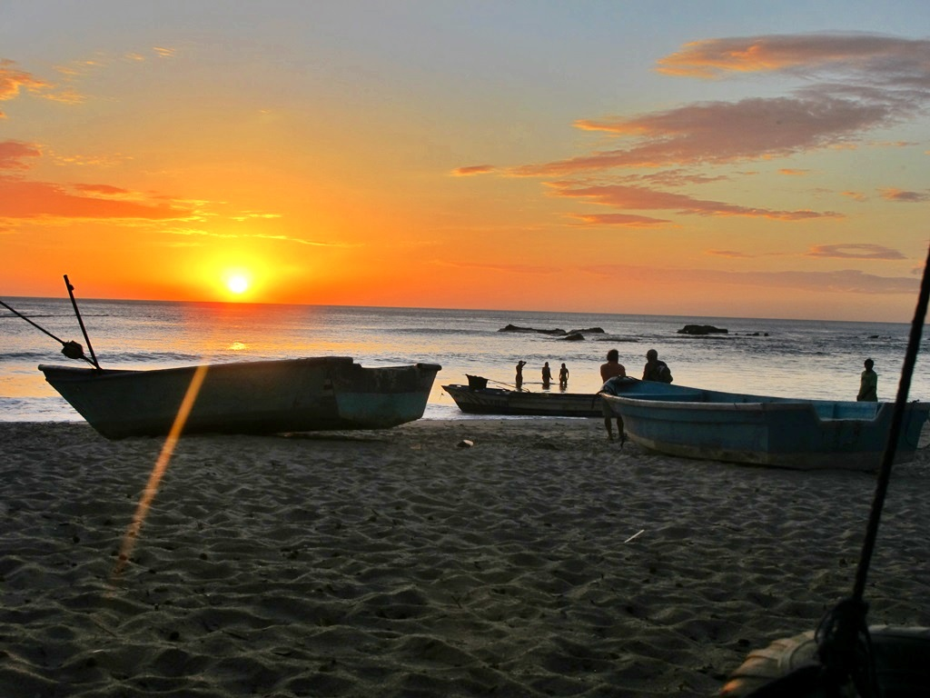 sunset-pacific-ocean-boats-nosara-costa-rica