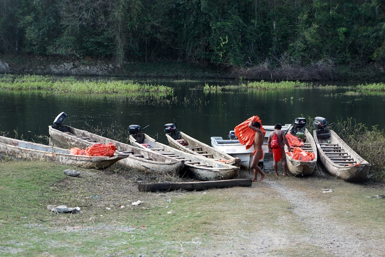 boats to the Embera Village Panama